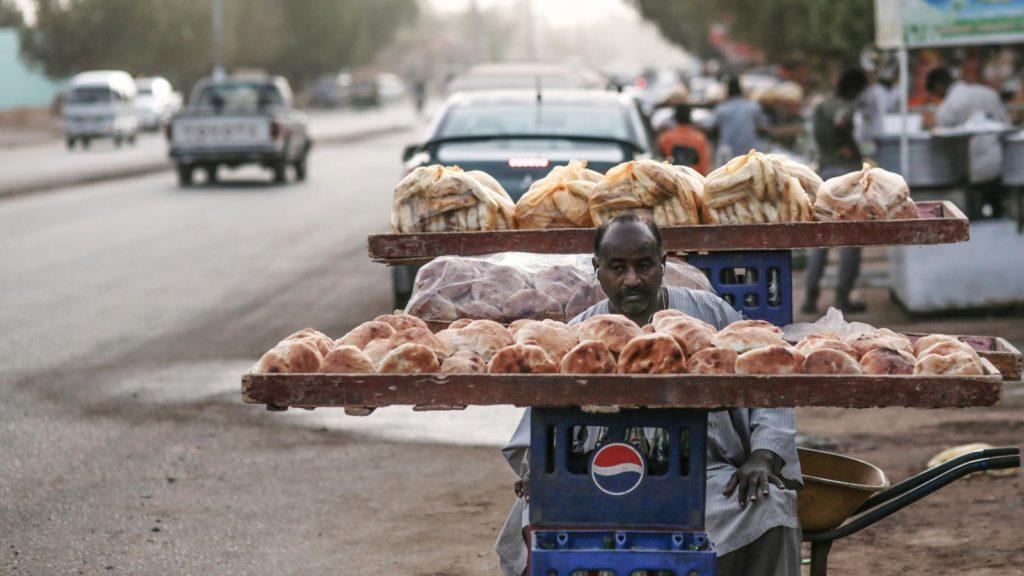الخرطوم تنظم أوزان وأسعار الخبز المدعوم