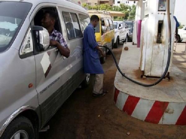 الحكومة تشرع في مواجهة تحديات استيراد الوقود خلال صيانة مصفاة الخرطوم