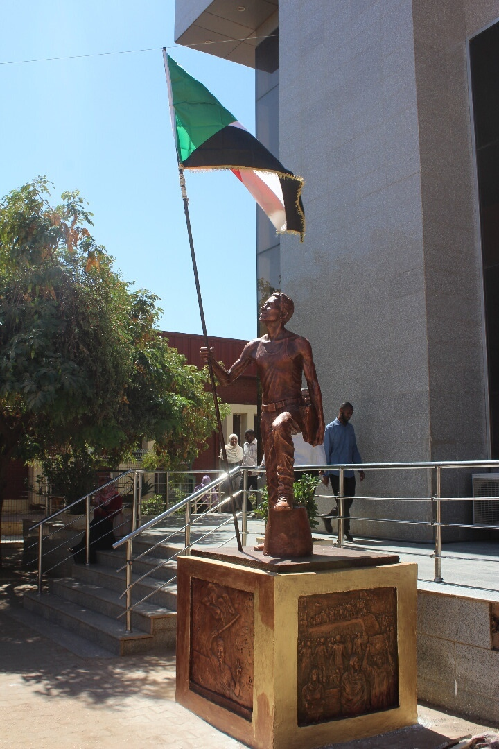 كلية الفنون الجميلة تفتتح نصبا تذكاريا يجسد الثورة