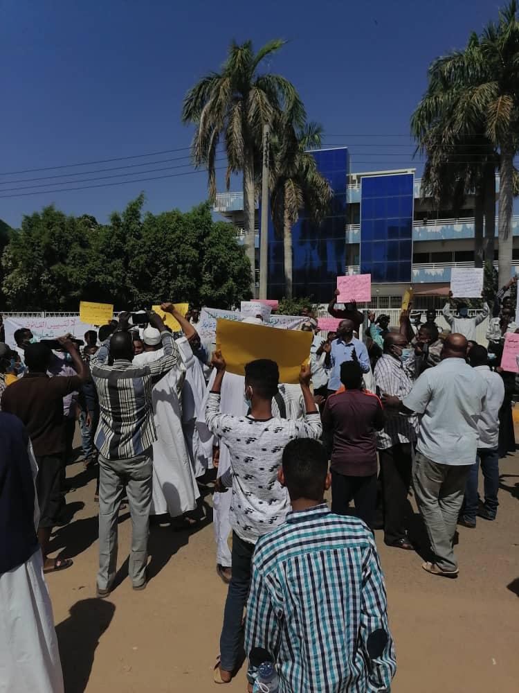 وقفة احتجاجية من اسر الموقوفين من لجنة ازالة التمكين في ولاية الجزيرة.