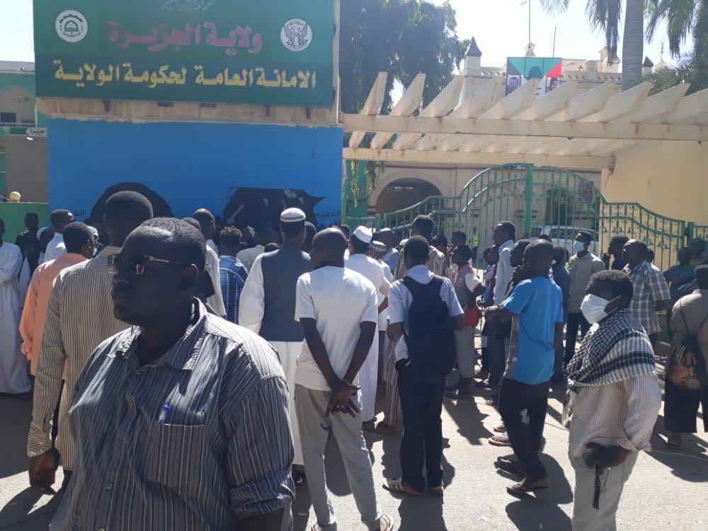 تجار يرفضون قرار والي الجزيرة بإغلاق سوق مدني