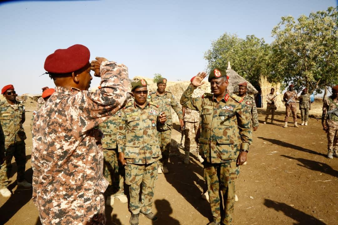 ياسر العطا يشيدبدور القوات المسلحة المرابطة على حدودالسودان الشرقية