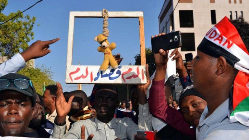 نبيل أديب: مؤسسات إعلامية تسعى لـ(شيطنة) لجنة فض الإعتصام (تحديث)