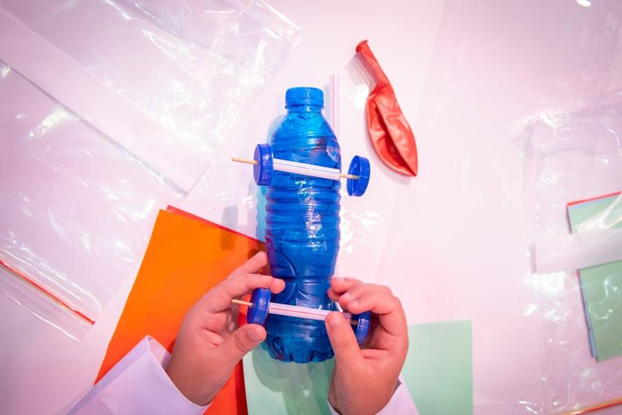 ورشة (ابتكار) لصناعة السيارات بالدورة الـ(12) لمهرجان الشارقة القرائي للطفل