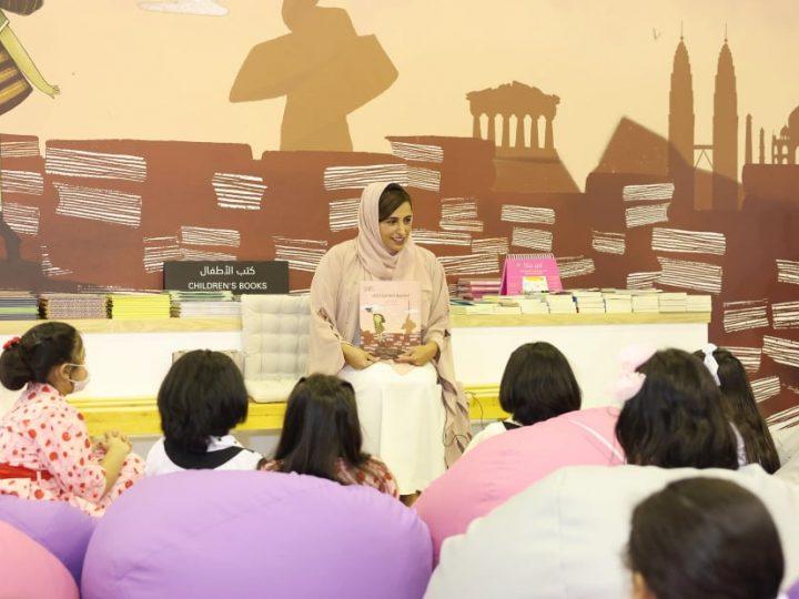 بدور القاسمي تخصص ريع كتابها الجديد (العاصمة العالمية للكتاب) لدعم مكتبات غزة
